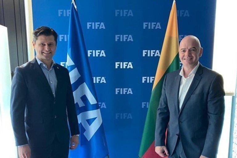 Tomas Danilevičius ir Gianni Infantino. (nuotr. Organizatorių)