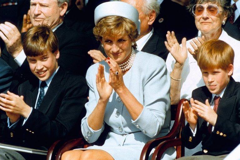 Princesė Diana su Williamu ir Harry (nuotr. SCANPIX)