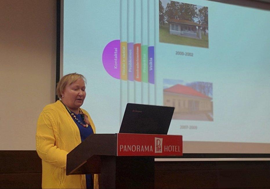 Pagėgių neįgaliųjų draugijos pirmininkė Loreta Stašinskienė pristatė savo vadovaujamos organizacijos veiklas. Aurelijos Babinskienės nuotr.