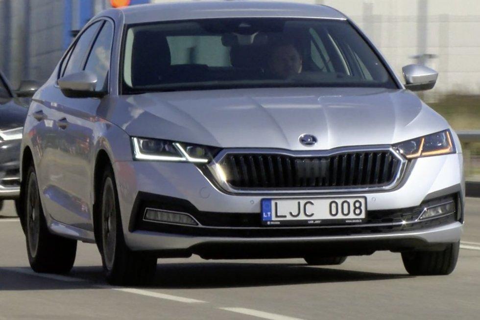 """Išbandė ketvirtos kartos """"Škoda Octavia"""": išnykęs ūkiškumas ir stebinančios smulkmenos"""