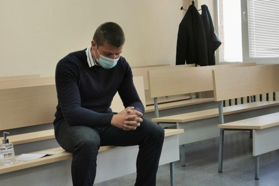 Merginą žiauriai sužalojusio jurbarkiškio teismas (nuotr. TV3)