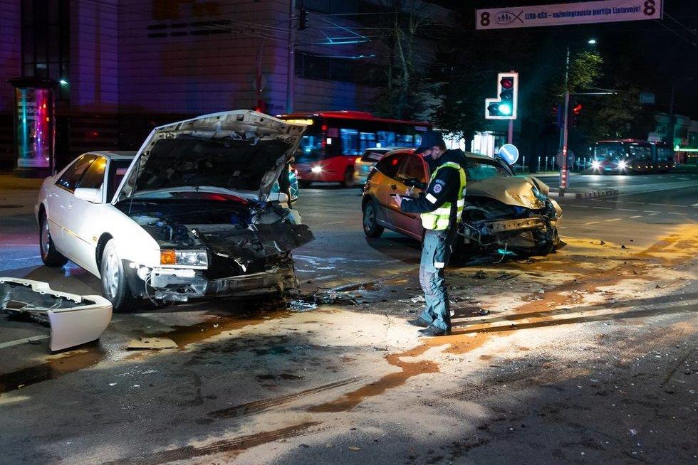 Panerių ir Švitrigailos gatvių sankryžoje kaktomuša susidūrė du lengvieji automobiliai (nuotr. Broniaus Jablonsko)