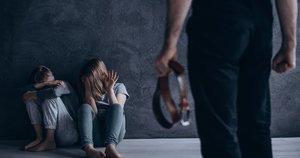 Smurtas artimoje aplinkoje (nuotr. 123rf.com)