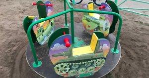 """Tankai ir naikintuvai: Rusijoje vaikams įrengė """"patriotinę"""" žaidimų aikštelę (nuotr. VK.com)"""