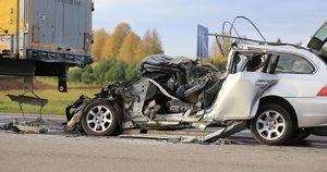 sekmadienio rytą žuvo BMW vairuotojas (nuotr. Broniaus Jablonsko)