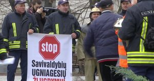 Ugniagesių protestas (nuotr. stop kadras)