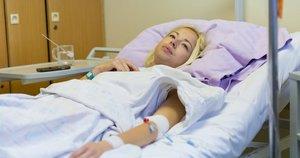Moteris ligoninėje, asociatyvi nuotrauka (nuotr. Shutterstock.com)