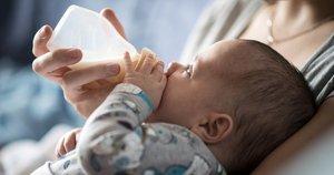 Vaiko maitinimas (nuotr. Shutterstock.com)