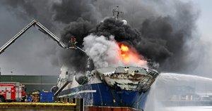 Norvegijoje dega Rusijos žvejybinis traleris (nuotr. SCANPIX)