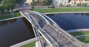 Vilniaus gatves šturmuoja bėgikai (nuotr. TV3)