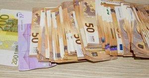 Klaipėdos pareigūnams įkliuvo 13 000 eurų iš senjoro išvilioję sukčiai (nuotr. stop kadras)