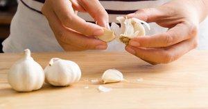 Česnako lupimas  (nuotr. Shutterstock.com)