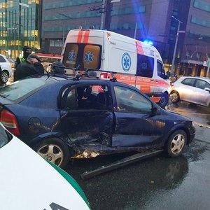 Avarija Vilniuje prieš patį piką: vieną vairuotoją išsivežė medikai, formuojasi spūstis