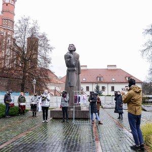 Moterų teisių gynėjai Lenkijos prezidento vizito proga Vilniuje surengė protesto akciją