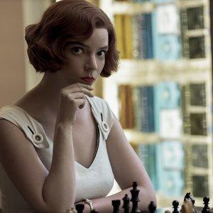 """Populiaraus serialo """"The Queen's Gambit"""" žvaigždė atvira: """"Negalvojau, kad esu pakankamai graži vaidinti"""""""
