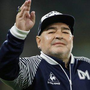 Futbolo pasaulis gedi mirusio Maradonos