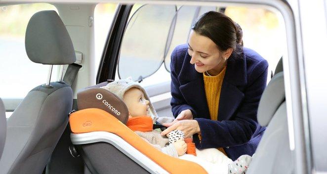 Dukart išrinkta geriausia Lietuvos vairuotoja pasidalijo patarimais, kaip vežti vaikus automobilyje