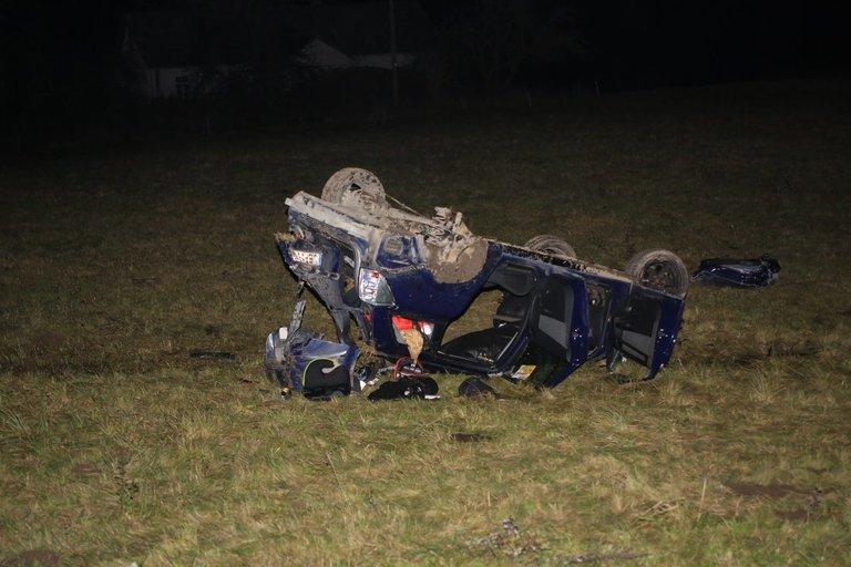 Nelaimė: Ukmergės raj. apvirto automobilis, vairuotojas žuvo (nuotr. Broniaus Jablonsko)