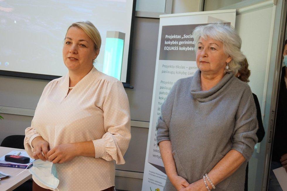 Valakupių reabilitacijos centro direktorė Tatjana Ulbinienė (kairėje) ir pagalbos priimant sprendimus specialistė Nijolė Dirsienė. Aurelijos Babinskienės nuotr.