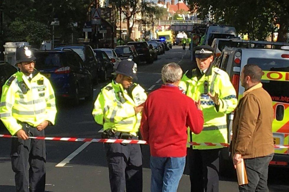 Per teroro išpuolį Londono metropolitene smarkiai apdegė keliolika keleivių (nuotr. SCANPIX)