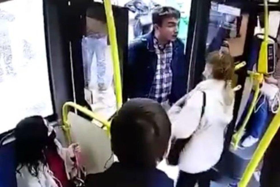 Autobuso vairuotojas primušė kaukės nedėvintį keleivį (nuotr. Gamintojo)