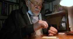 Miniatiūrinių daiktų menininkas Kusas pristato naujienas: išbandė metalą