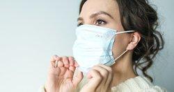 Persirgę ar pasiskiepiję nuo koronaviruso toliau privalės nešioti kaukes