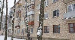 """Alytuje kaimynai sukrėsti dėl iškritusio vaiko: """"Jis ilgai gulėjo ant sniego"""""""