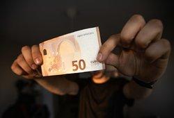 Bankams mokame daug daugiau nei kiti europiečiai: paaiškino, kas su mumis negerai