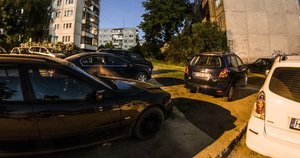 Automobiliu parkavimas Vilniuje prie daugiabučiu: miegančioji tragedija (nuotr. Manto Stankevičiaus)