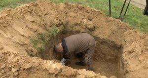 Neįprastos laidotuvės: sostinėje į vieną kapą – beveik šešiasdešimt mirusiųjų (nuotr. stop kadras)