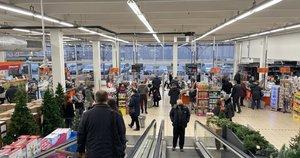 Grūstys prekybos centruose (nuotr. Kas vyksta Kaune)