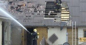 Panevėžio pakraštyjedidžiulis gaisras suniokojo įmonę: nuostoliai milžiniški (nuotr. stop kadras)
