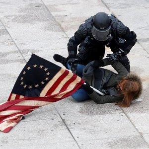 JAV teisėsauga perspėjo dėl ginkluotų protestų grėsmės