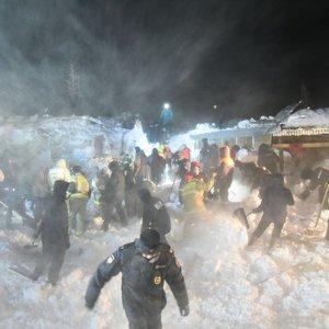 Tragedija Sibiro slidinėjimo kurorte: nuslinkus sniego lavinai skaičiuojami žuvusieji