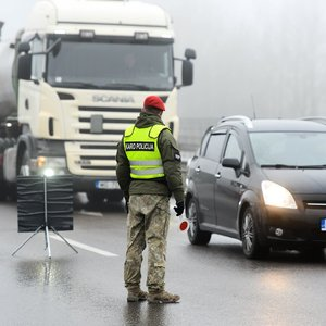 Kelionių planuoti neverta: policija intensyviau ribos judėjimą, kurortai ir pajūris – uždaryti