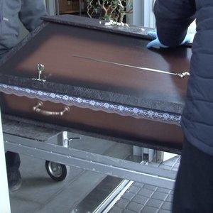 Covid-19kelia sumaištį: laidotuvės virto konvejeriu, vaizdas tapo visai kitokiu