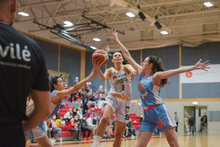 Nukeltos dar dvejos moterų krepšinio lygos rungtynės. (nuotr. LCC)
