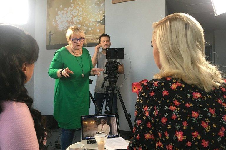 """Žydrė Gedrimaitė laidos """"Unikalios mamos"""" filmavimo metu. Asmeninio archyvo nuotr."""
