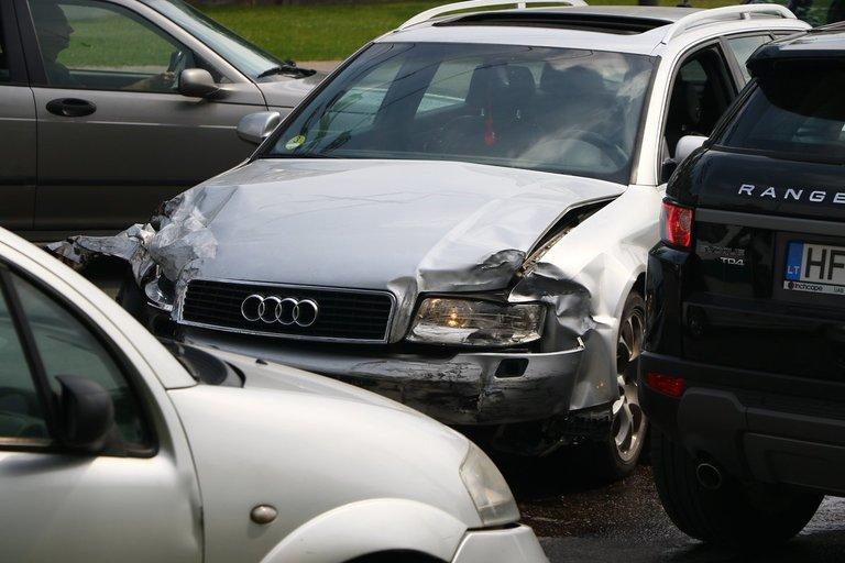 Po avarijos sostinėje – visiškai sutrikdytas eismas nuotr. Broniaus Jablonsko