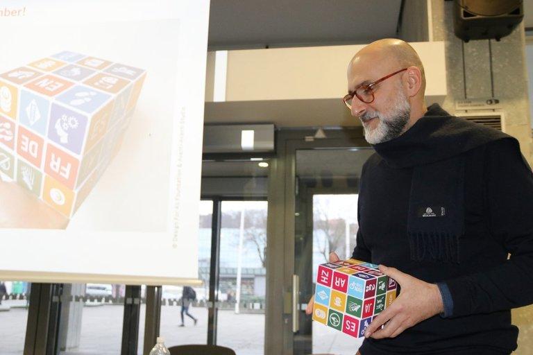 """Kaune viešėjo """"Avanti-Avanti"""" studijos Barselonoje vadovas grafikos dizaineris Alexas Dobaño. Sigitos Inčiūrienės nuotr."""