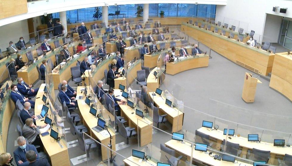 Kitų metų biudžeto priėmimas Seimo virto cirku: grasino ne tik policija, bet ir masiniu išėjimu