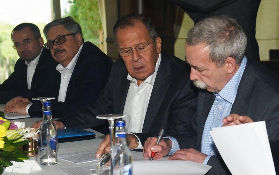 Rusijos, Irano ir Turkijos derybos – signalas JAV, kad pyragą dalinsis be jų? (nuotr. SCANPIX)