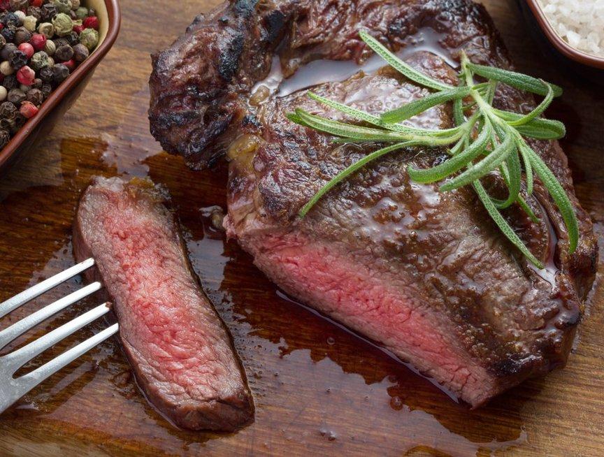 Maisto gaminimo gudrybės: kaip sužinoti, ar mėsa iškepusi?