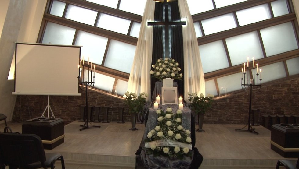 Covid-19kelia sumaištį atsisveikinant su mirusiais: laidotuvės virto konvejeriu