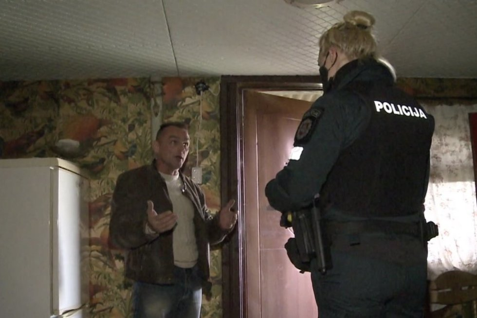 Pareigūnai sprendė kuriozinę situaciją: moteris slapčia apsigyveno svetimame namą