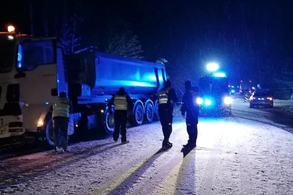 Tragiškos avarijos Trakų rajone metu žuvo 5 asmenys (nuotr. TV3)