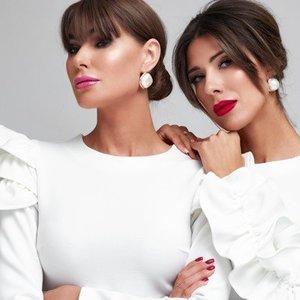 Seserys Steponavičiūtės pristato naują kolekciją: dabar šventės būna kuklesnės, todėl nuotakų suknelės subtilesnės