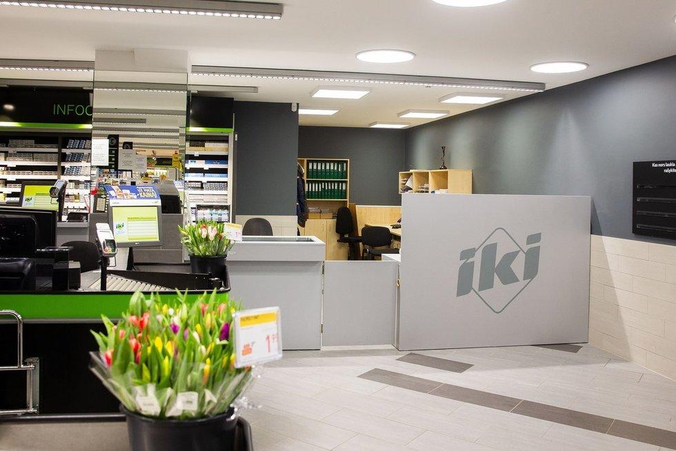 Atnaujinta IKI parduotuvė su atviromis darbo erdvėmis
