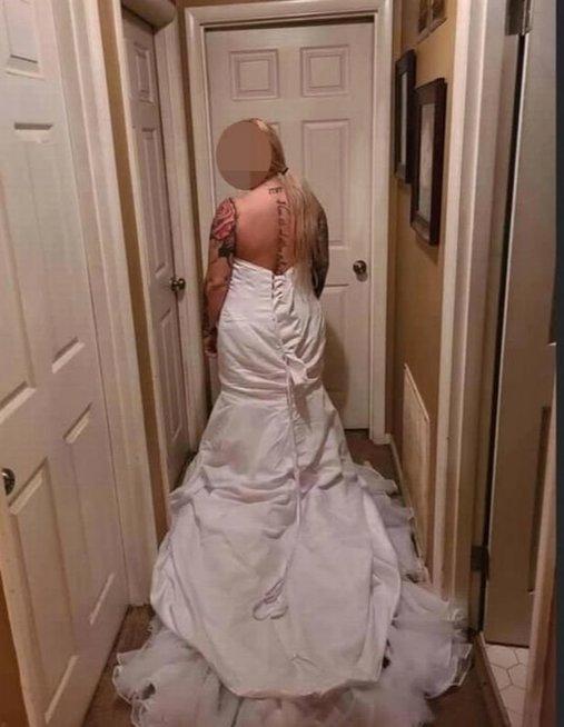 Vestuvinė suknelė papiktino nuotaką